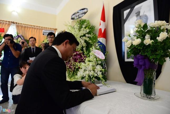 Bí thư Đinh La Thăng viếng lãnh tụ Fidel Castro - ảnh 3