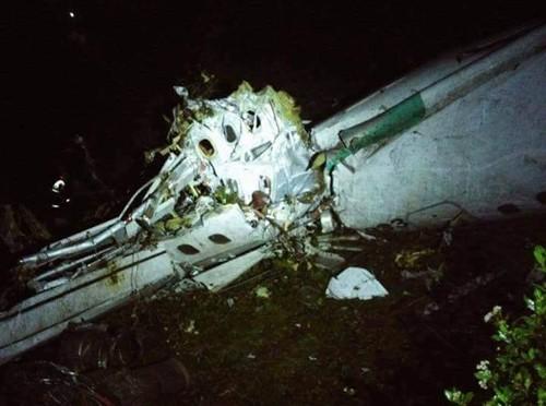 Phi cơ chở 81 người rơi ở Colombia - ảnh 1