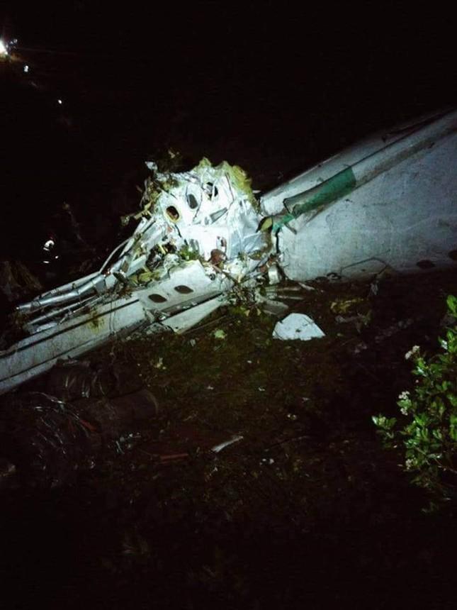 Hiện trường ngổn ngang nơi máy bay chở cầu thủ Brazil rơi - ảnh 3