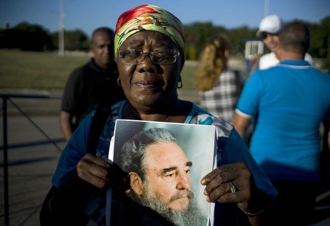 Hàng trăm nghìn người đợi vào tiễn biệt lãnh tụ Fidel Castro - ảnh 10