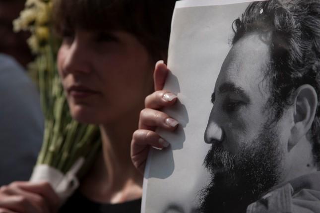 Hàng trăm nghìn người đợi vào tiễn biệt lãnh tụ Fidel Castro - ảnh 11