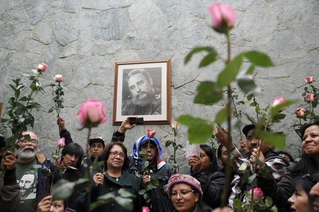 Hàng trăm nghìn người đợi vào tiễn biệt lãnh tụ Fidel Castro - ảnh 12