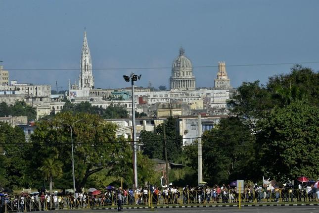 Hàng trăm nghìn người đợi vào tiễn biệt lãnh tụ Fidel Castro - ảnh 1