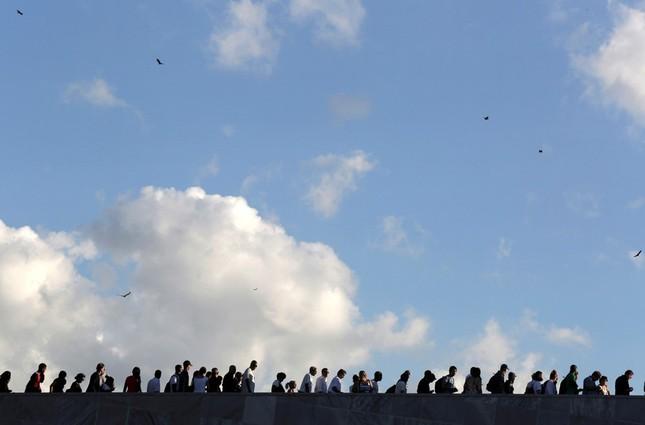Hàng trăm nghìn người đợi vào tiễn biệt lãnh tụ Fidel Castro - ảnh 2