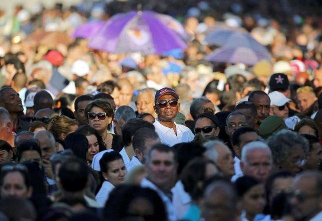Hàng trăm nghìn người đợi vào tiễn biệt lãnh tụ Fidel Castro - ảnh 5