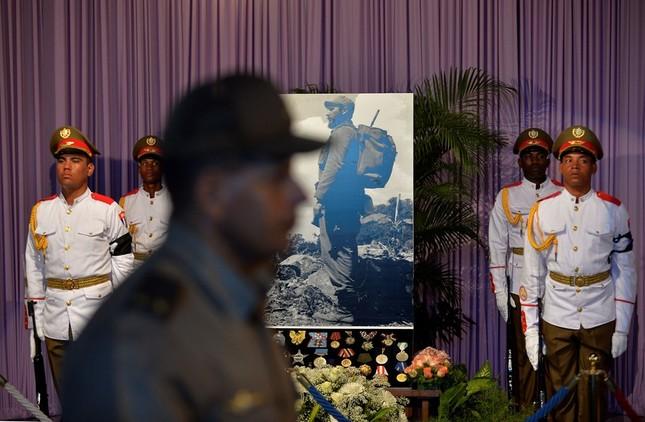 Hàng trăm nghìn người đợi vào tiễn biệt lãnh tụ Fidel Castro - ảnh 6