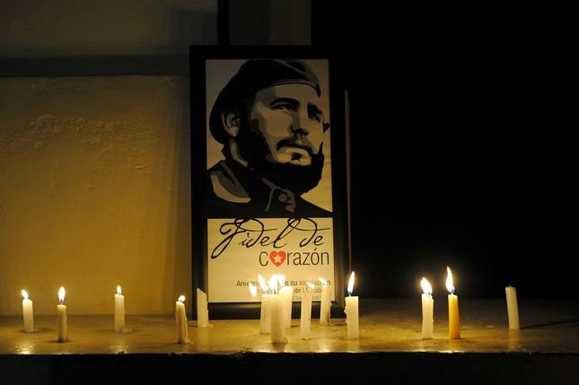 Hàng trăm nghìn người đợi vào tiễn biệt lãnh tụ Fidel Castro - ảnh 9