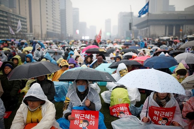 Bê bối vụ pháp sư, Tổng thống Park tuyên bố sẵn sàng từ chức - ảnh 1
