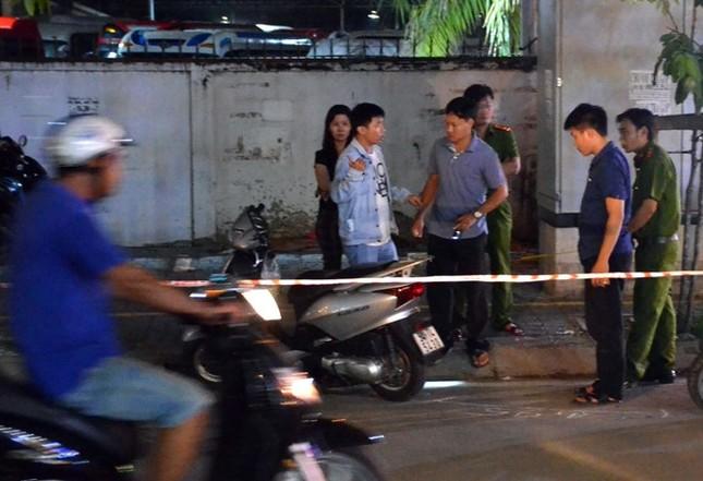 Nhân viên quán bar đâm chết người sau tiếng chửi vượt ẩu - ảnh 1