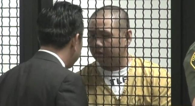 Minh Béo cầm giấy che mặt dự toà, mãn hạn tù ở Mỹ ngày 19/12 - ảnh 1