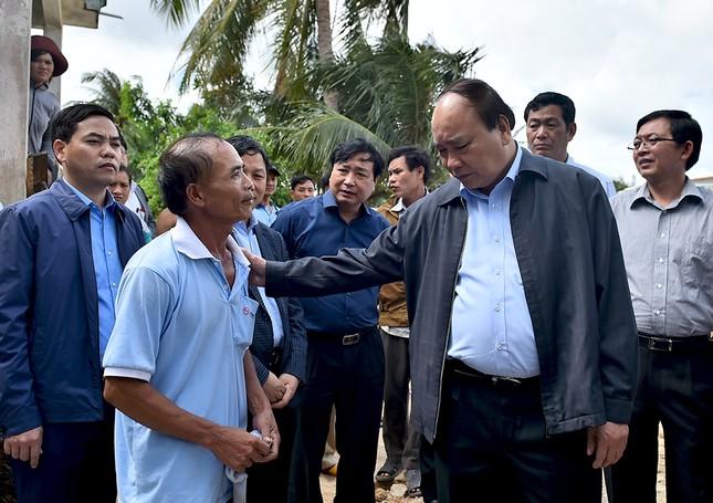 Thủ tướng Nguyễn Xuân Phúc thị sát vùng lũ Bình Định - ảnh 5