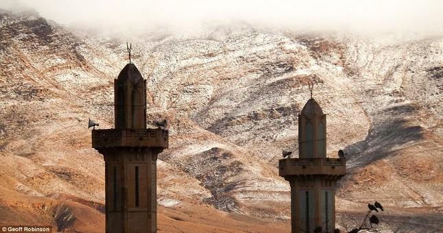Tuyết lại rơi ở sa mạc Sahara sau gần 40 năm - ảnh 2
