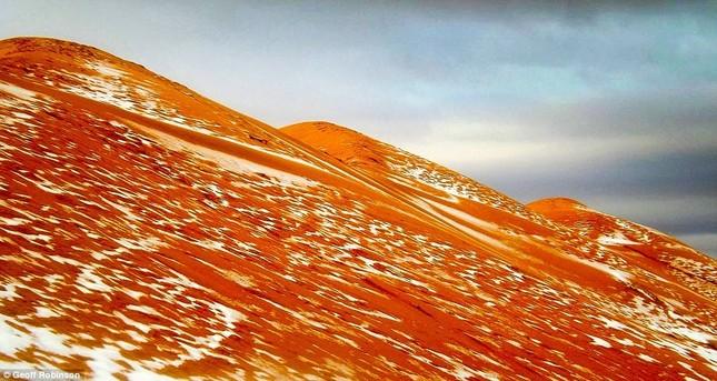 Tuyết lại rơi ở sa mạc Sahara sau gần 40 năm - ảnh 4