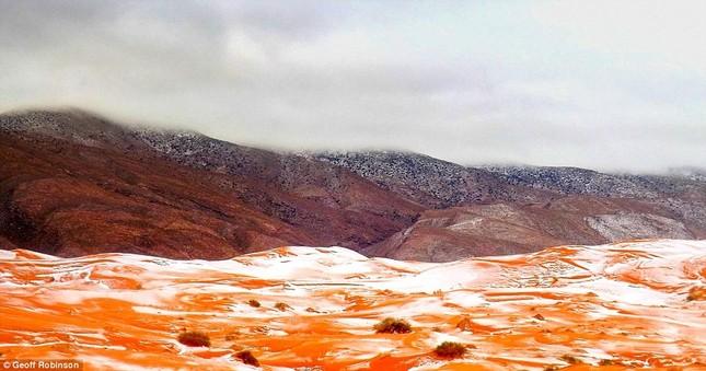 Tuyết lại rơi ở sa mạc Sahara sau gần 40 năm - ảnh 7