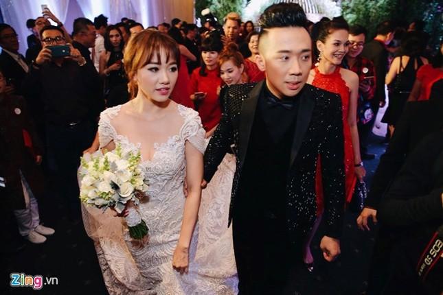 Trấn Thành và Hari Won ôm nhau khóc trong lễ cưới - ảnh 15
