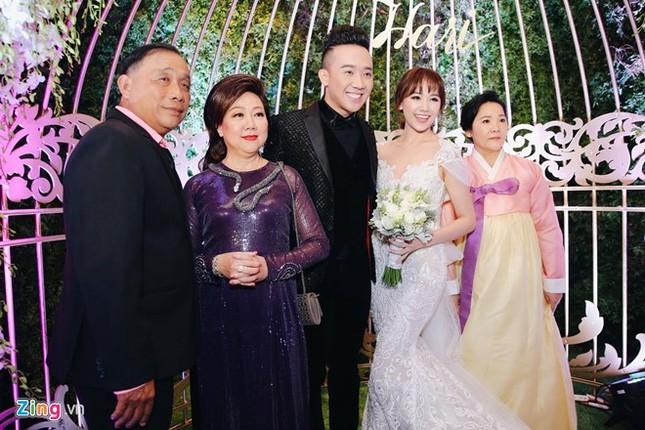 Trấn Thành và Hari Won ôm nhau khóc trong lễ cưới - ảnh 16