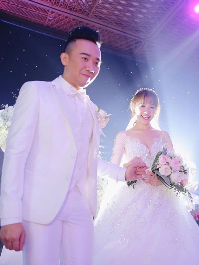 Trấn Thành và Hari Won ôm nhau khóc trong lễ cưới - ảnh 2