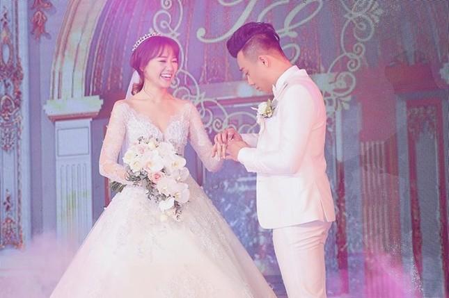 Trấn Thành và Hari Won ôm nhau khóc trong lễ cưới - ảnh 3