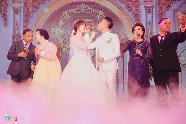 Trấn Thành và Hari Won ôm nhau khóc trong lễ cưới - ảnh 4