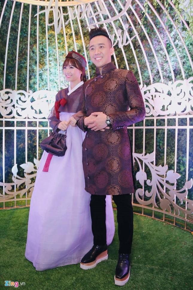 Trấn Thành và Hari Won ôm nhau khóc trong lễ cưới - ảnh 6