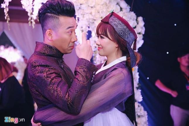 Trấn Thành và Hari Won ôm nhau khóc trong lễ cưới - ảnh 7