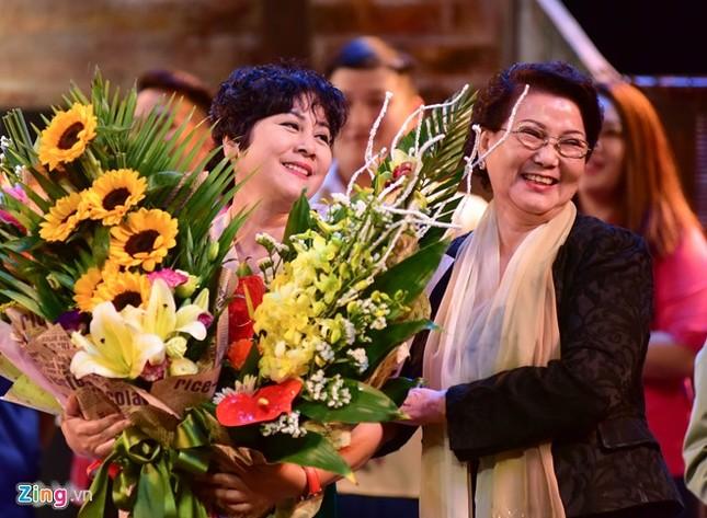 NSƯT Minh Hằng khóc nức nở trong đêm diễn trước khi về hưu - ảnh 2