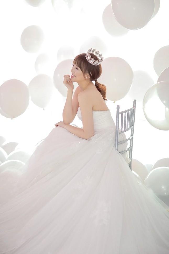Hari Won - Trấn Thành tinh nghịch trong ảnh cưới - ảnh 2