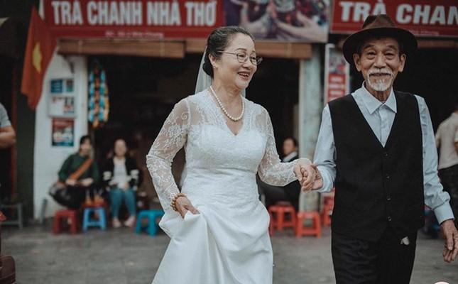 Ảnh cưới 50 năm gây chú ý của nghệ sĩ già Mai Ngọc Căn - ảnh 1