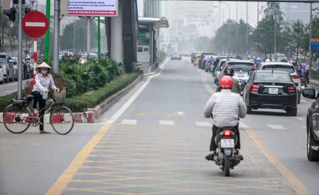 Buýt nhanh BRT di chuyển khá ổn định giờ cao điểm - ảnh 1