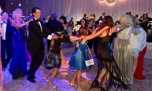 Bữa tiệc mừng năm mới tại 'Nhà Trắng mùa đông' của Trump - ảnh 1