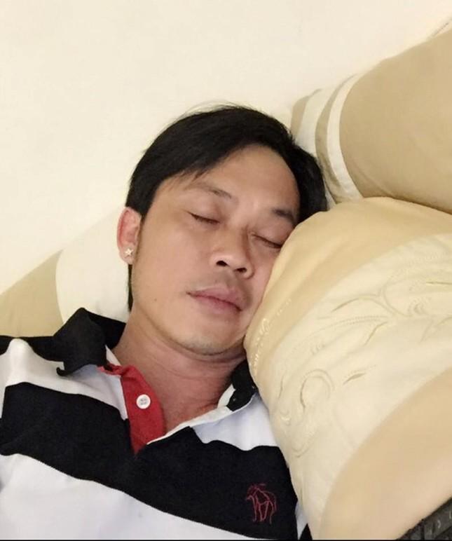 Nghệ sĩ Hoài Linh đã tỉnh táo hơn sau khi nhập viện - ảnh 1