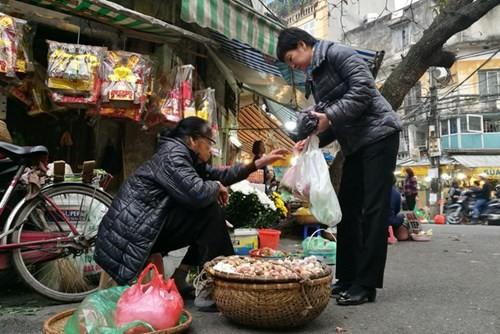 Sắm Tết ở 'chợ nhà giàu' giữa phố cổ Hà Nội - ảnh 14