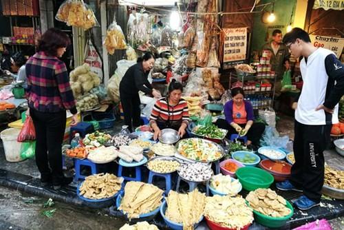 Sắm Tết ở 'chợ nhà giàu' giữa phố cổ Hà Nội - ảnh 2