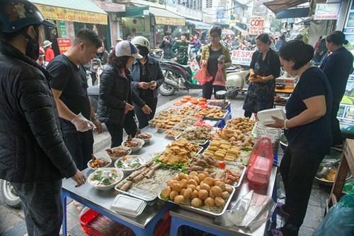 Sắm Tết ở 'chợ nhà giàu' giữa phố cổ Hà Nội - ảnh 3