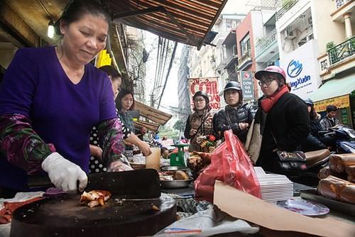Sắm Tết ở 'chợ nhà giàu' giữa phố cổ Hà Nội - ảnh 4