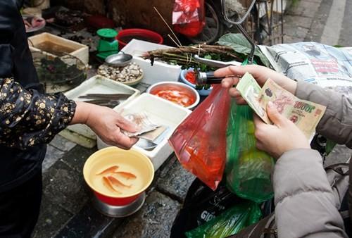 Sắm Tết ở 'chợ nhà giàu' giữa phố cổ Hà Nội - ảnh 6