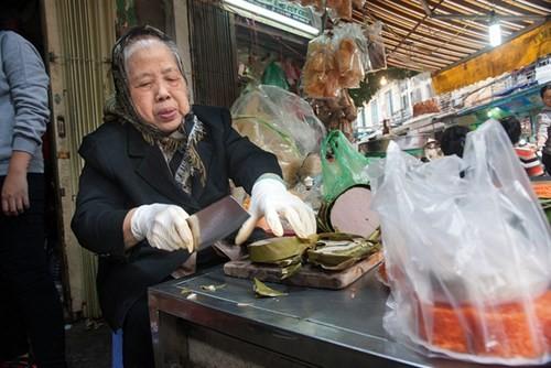 Sắm Tết ở 'chợ nhà giàu' giữa phố cổ Hà Nội - ảnh 7