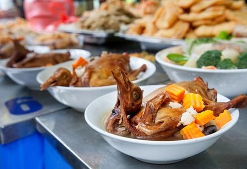 Sắm Tết ở 'chợ nhà giàu' giữa phố cổ Hà Nội - ảnh 8