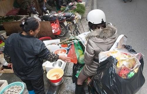 Sắm Tết ở 'chợ nhà giàu' giữa phố cổ Hà Nội - ảnh 9