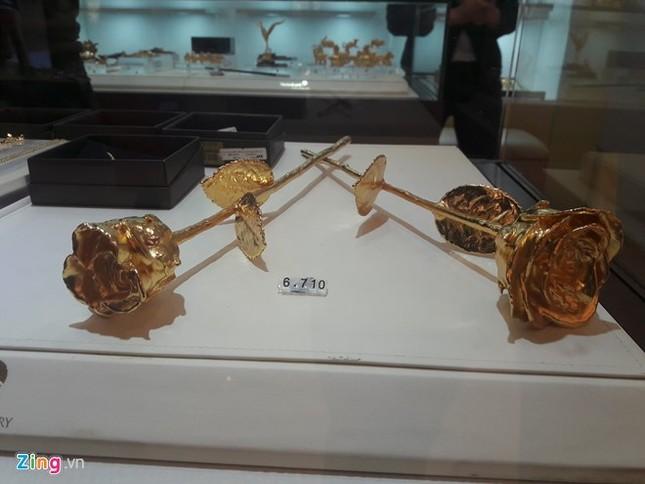 Hồng mạ vàng vỉa hè hút khách, hàng xịn tiền triệu ế dài - ảnh 1