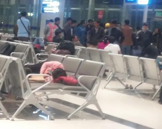 178 hành khách vật vã cả đêm ở sân bay Cát Bi ngày Valentine - ảnh 1