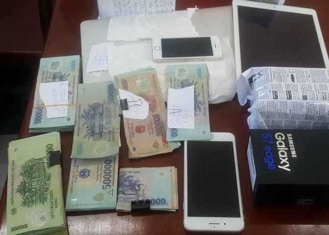Bắt bảo vệ trộm lô điện thoại trị giá 1,5 tỷ đồng để bao bạn gái - ảnh 1