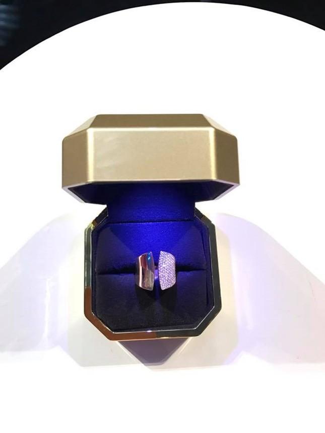 Đàm Vĩnh Hưng khoe nhẫn kim cương được Dương Triệu Vũ tặng - ảnh 1
