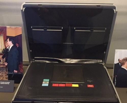 Chiếc valy hạt nhân quyền lực của tổng thống Nga - ảnh 1