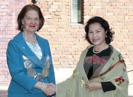Chủ tịch quốc hội Kim Ngân trong áo dài Võ Việt Chung - ảnh 3