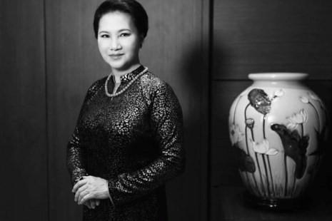 Chủ tịch quốc hội Kim Ngân trong áo dài Võ Việt Chung - ảnh 1