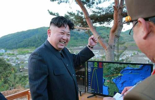 Lý do Triều Tiên phóng tên lửa bay cao tới 2.000 km - ảnh 2