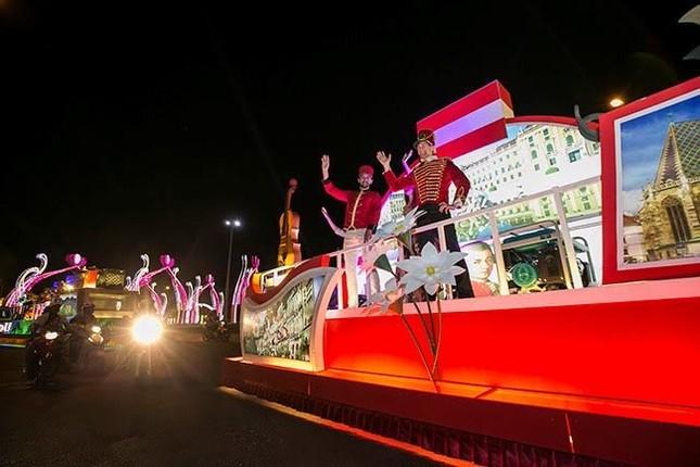 """Du khách tiếp tục """"quẩy tưng bừng"""" tại lễ hội đường phố Đà Nẵng 2017 - ảnh 2"""