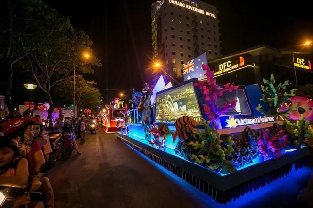 """Du khách tiếp tục """"quẩy tưng bừng"""" tại lễ hội đường phố Đà Nẵng 2017 - ảnh 4"""