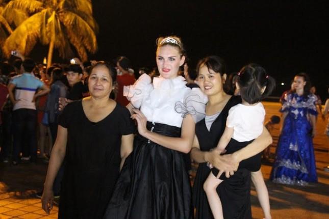 """Du khách tiếp tục """"quẩy tưng bừng"""" tại lễ hội đường phố Đà Nẵng 2017 - ảnh 6"""